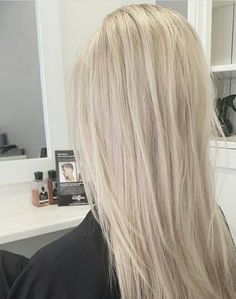 17 Stunning Examples of Balayage Dark Hair Color - Style My Hairs Summer Blonde Hair, Blonde Hair Looks, Blonde Hair Shades, Balayage Ombré, Spring Hairstyles, Trendy Hairstyles, Hair Color And Cut, Dark Hair, Light Blonde Hair