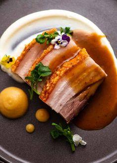 Sauce Recipes, Pork Recipes, Cooking Recipes, Crispy Pork Belly Recipes, Slow Roast, Roast Pork Jus, Pork Belly Roast, Restaurant Plates, Pork Belly Slices