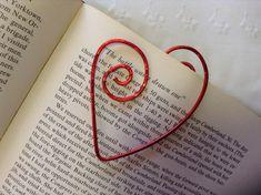 Whimsical cuore rosso a forma di filo segnalibro... di ErnieBugs