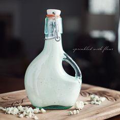 Creamy Gorgonzola Dressing | Sprinkled With Flour www.sprinklewithflour.com | #homemade_dressing #gorgonzola