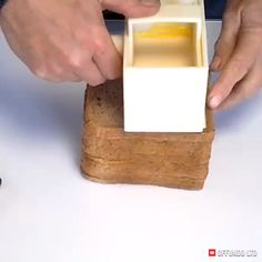 This special spreading blade can butter your toast 5 times faster than a knife Bread and butter pudding made easy Cool Kitchen Gadgets, Kitchen Hacks, Cool Kitchens, Kitchen Ideas, Cooking Gadgets, Gadgets And Gizmos, Cool Inventions, Simple Life Hacks, Things To Buy