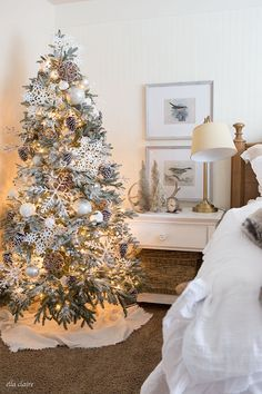 Woodlands Christmas bedroom decor with a cozy layered all-white bedding with ruffle duvet and farmhouse holiday decor accents. Beautiful Christmas Trees, Christmas Tree Themes, Xmas Tree, Christmas Holidays, Holiday Decor, Antler Christmas Tree, Chicago Christmas, Christmas Ideas, White Christmas Trees