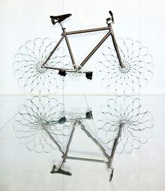 """Bicicleta com """"rodas"""" diferentes"""