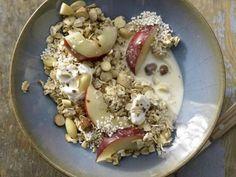 Amaranth-Hafer-Müsli mit Nüssen und Nektarinenspalten: Energie, Vitamine, Mineral- & Ballaststoffe und Geschmack liefert dieses Müsli mit Extrakick.