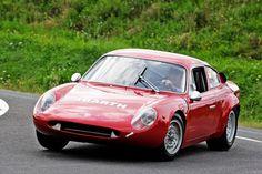 Abarth Simca 2000: Von 1962 bis 1965 machte Abarth auch Simca-Typen scharf. Der Abarth-Simca wiegt nur 660 Kilogramm und macht optisch einem Ferrari Konkurrenz. Der Zweiliter-Vierzylinder mit zwei Nockenwellen leistet 205 PS – genug für 250 km/h Spitze!