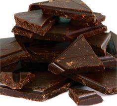 Dark chocolate with dried chili and cherry pieces - dunkle Schokolade mit getrocknetem Chili und Kirsch-Stückchen  http://www.schokoladen-outlet.de/schokoladen-outlet/500-gramm-beutel/dunkle-cherry-chili-500g/a-305/