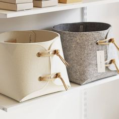 Cestas de feltro - Fabric bin - Large toy storage bin with leather straps - big storage basket - soft felt storage box - minimalist felt toy boxBig storage Boxes - Extra Sturdy Storage basket, Wool felt storage container with genuine leather details, Large Toy Storage, Toy Bins, Large Storage Baskets, Lego Storage, Cubby Storage, Storage Boxes, Toy Containers, Fabric Bins, Fabric Basket