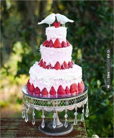 strawberry love bird wedding cake | VIA #WEDDINGPINS.NET