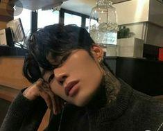 Korean Boys Hot, Korean Boys Ulzzang, Ulzzang Boy, Korean Men, Dark Ombre Hair, Handsome Asian Men, Handsome Boys, Grunge Boy, Grunge Hair