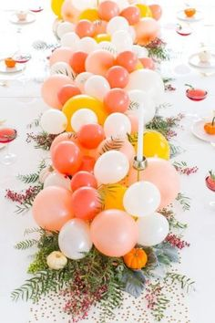 No one ever said you couldn't have your DIY balloon Friendsgiving table centerpiece and turkey too! Lovely idea for a table decoration. Balloon Bouquet, Balloon Garland, Balloon Decorations, Rainbow Balloons, Confetti Balloons, White Balloons, Decoration Communion, Diy Party Dekoration, Diy Girlande