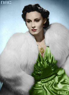 Found on Bing from www. Leni Riefenstahl, Vintage Glamour, Girly Outfits, Beautiful Actresses, Old Hollywood, Jon Snow, Movie Stars, Superstar, Hair Cuts
