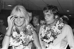 Flitterwochen in Französisch-Polynesien: Sachs und Brigitte Bardot kommen nach ihrer Hochzeit in Las Vegas am Flughafen in Tahiti an. (21. Juli 1966) Bild: AFP
