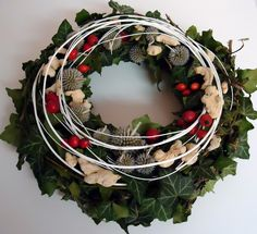 Originální dekorace na dušičky | Mkodeco.eu Grapevine Wreath, Grape Vines, Christmas Wreaths, Diy And Crafts, Holiday Decor, Home Decor, Christmas Swags, Decoration Home, Holiday Burlap Wreath