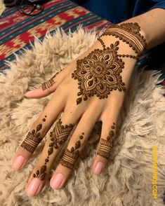 50 Most beautiful Professional Mehndi Design (Professional Henna Design) that you can apply on your Beautiful Hands and Body in daily life. Henna Hand Designs, Dulhan Mehndi Designs, Mehndi Designs Finger, Beginner Henna Designs, Mehndi Designs For Fingers, Latest Mehndi Designs, Simple Mehndi Designs, Mehndi Designs For Hands, Henna Tattoo Designs