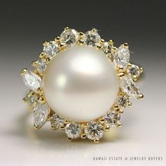 see more #vintagejewelry on our website (link in bio!) #VINTAGE PEARL & 1.15CTW ROUND MARQUISE DIAMOND 18K YELLOW GOLD RING SIZE 6