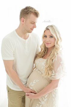 19b98306c8 Katelyn Jones Blogger A Touch of Pink husband and wife Maternity Photoshoot  Fotografía De Maternidad