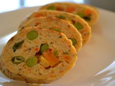 Rulada din piept de pui cu legume Finger Food Appetizers, Finger Foods, Appetizer Recipes, Romanian Food, Guacamole, Baked Potato, Cookie Recipes, Easy Meals, Food And Drink