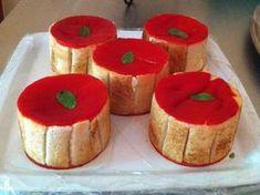 poivron rouge, fromage de chèvre, crême fraîche, basilic, pain de mie, ail, gélatine, Huile d'olive, Sel, Poivre