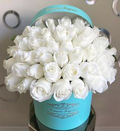 Send the The Breakfast at Tiffany's Signature Box bouquet of flowers from L'amour Toujours Flower Boutique in Newport Beach, CA. Local fresh flower delivery directly from the florist and never in a box! Shade Flowers, Types Of Flowers, All Flowers, Love Rose Flower, Beautiful Rose Flowers, Flowers For Algernon, Happy Birthday Flower, Flower Boutique, Fresh Flower Delivery