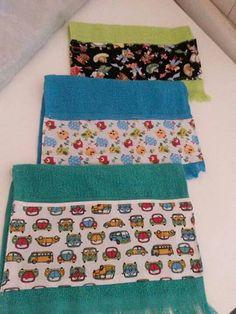 Toalhinhas de mão com aplique em tecido.