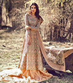 Drooling over this gorgeous intricately handcrafted peech bridal by Pakistani couture Asian Wedding Dress, Asian Bridal, Pakistani Wedding Dresses, Pakistani Bridal, Pakistani Outfits, Bridal Lehenga, Indian Dresses, Indian Outfits, Lehenga Choli