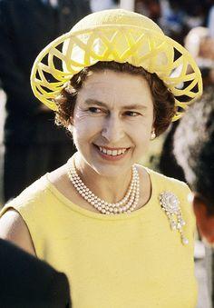 Queen Elizabeth......Uploaded By  www.1stand2ndtimearound.etsy.com