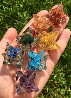 Chakra Set - Orgone Crystal - Merkaba Stars - Orgonite Stars - Chakra stones - sacred geometry - chakra crystals healing crystals and stones 7 Chakra Stones: Red Jasper, Agate, Yellow Jasper, Green Av