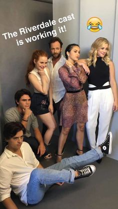 riverdale cast working it. NOPE just a guy lying on the floor and another crouching with people doing other poses Kj Apa Riverdale, Riverdale Funny, Riverdale Archie, Riverdale Memes, Riverdale Tv Show, Riverdale Season 1, Riverdale Netflix, Riverdale Aesthetic, Betty Cooper