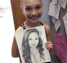Maddie holding amazing fan art!