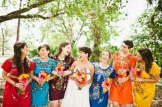 Hola Chicas!!! Les cuento que hemos decidido hacer nuestra boda con toques mexicanos y sabor oaxaqueño. Será una boda muy fresca, colorida y alegre. He estado buscando algunas ideas en internet y otras que se me han ocurrido. 1. Mis invitaciones