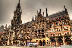 Le nouvel hôtel de ville de Munich adopte un style néo-gothique.  #Monument #Munich
