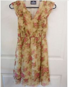 ANGIE High Waisted Size: Petite XS Tan and Rose Floral Short Sleeves  #ANGIE #BlousonFlapper #casual