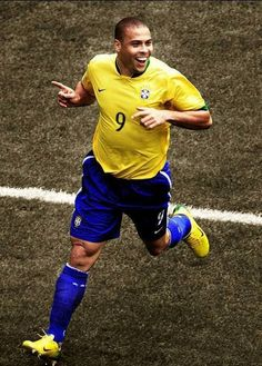 Ronaldo: The one I grew up watching and my idol World Best Football Player, Good Soccer Players, World Football, Brazil Football Team, Football Match, Sport Football, Fifa, Champions League, Ronaldo 9