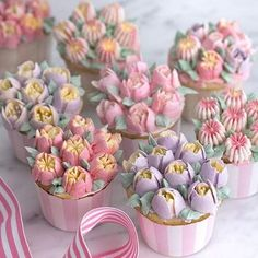 DIY Baking Tools Russian Tulip Flower Cake Icing Decorating Tips Cake Decorating Piping, Cake Decorating Videos, Cake Decorating Techniques, Cookie Decorating, Russian Cake Decorating Tips, Decorating Ideas, Cupcake Frosting Tips, Cake Icing, Frosting Recipes