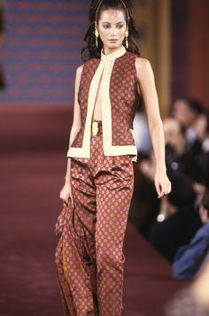 Christy Turlington / Todd Oldham Runway Show Fall 1993 Runway Fashion, High Fashion, Fashion Show, Fashion Outfits, Female Fashion, Fashion Models, Clueless Outfits, Evolution Of Fashion, Christy Turlington
