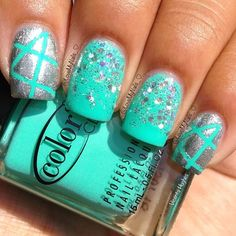 Mint & silver tape manicure So pretty!