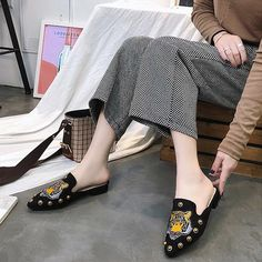 Γυναικεία πανωφόρια γυναικεία πανωφόρια γυναικεία παπούτσια γυναικών παπούτσια γυναικών άνετα παπούτσια γυναικών Slippers, Gucci, Flats, Shoes, Fashion, Loafers & Slip Ons, Moda, Zapatos, Shoes Outlet