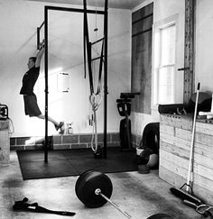 Crossfit WOD at home. Bad ass ceiling height in the fellows home. Lots of space for hanging rings and doing shit like muscle ups. Garage Gym, Basement Gym, Small Garage, Diy Garage, Diy Home Gym, Best Home Gym, Crossfit Home Gym, Small Home Gyms, Gym Images