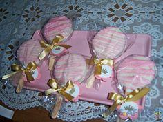 Pirulitos com bolachas recheadas e cobertura personalizada #princesas