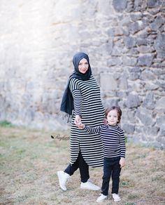 Adorable mom and daughter styling via The Golden Tot Shop . Baby Footprint Art, Forever Prints hand and footprint keepsake for kids or baby. Mother's Day, New Mom, Nursery Art Baby In loving memory Mother Son Matching Outfits, Mom And Son Outfits, Family Outfits, Kids Outfits, Mother Daughter Fashion, Mom Daughter, Muslim Fashion, Hijab Fashion, Work Dresses For Women