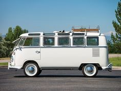 utwo: 1966 VW Deluxe 21 Window Micro Bus© r m sotheby's Bus Camper, Volkswagen Bus, Small Rv, Cars And Motorcycles, Cool Cars, Dream Cars, Jeep, Classic Cars, Vehicles