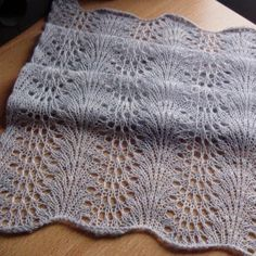 #Knitting Feather and Fan Short Scarf - Free Pattern