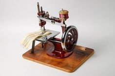 The Essex  Miniature Toy Sewing Machine by Timefavor on Etsy, $92.90
