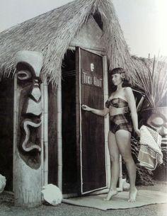 "It's time to learn about tiki bars! The words "" tiki culture "" refer to the Polynesian style bars and tribal art that started to . Hawaiian Tiki, Vintage Hawaiian, Tiki Hawaii, Tiki Art, Tiki Tiki, Kitsch, Tiki Decor, Tiki Totem, Tiki Lounge"