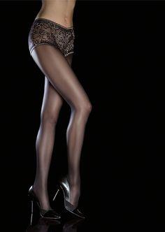 Klassisk tights, helt til du kjem opp til rumpa. Trusen i denne er det som skiller seg ut frå vanlige tights. Her er blondetrusen vevet inn i tightsen.