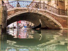 Gondole sur le rio de San Zulian, sous le pont Balbi, dans le Sestier de Saint-Marc à Venise.