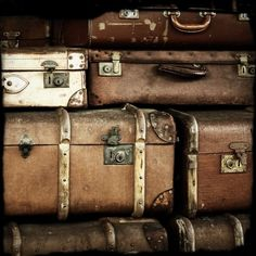 vintage suitcases / why do I like old suitcases and luggage so much? Vintage Suitcases, Vintage Luggage, Vintage Travel, Old Trunks, Vintage Trunks, Vintage Love, Vintage Decor, Vintage Man, Vintage Bridal