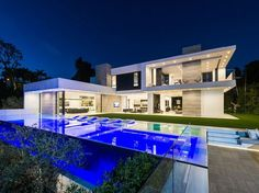 Beautiful interior and exterior photos of 9945 Beverly Grove Dr, Beverly Hills, CA This is a picture of Beverly Grove Residence, it is out of 14 pictures total for this dream house. Mansions For Sale, Mansions Homes, Inside Mansions, Luxury Mansions, Dream Home Design, Modern House Design, Beverly Hills Mansion, Moderne Pools, Modern Mansion