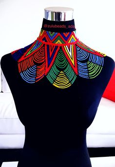 Cape en perles zoulou répandre collier Xhosa Attire, African Attire, African Wear, African Dress, African Fashion, African Beads Necklace, African Jewelry, Beaded Cape, African Accessories
