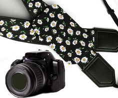 Daisies Camera Strap with a Pocket. Daisies Camera Strap. DSLR / SLR Camera Strap. Photo Camera accessories. For Sony, canon, nikon, panasonic, fuji and other cameras.